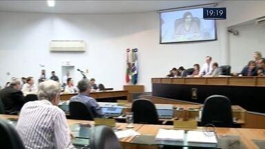 Em Joinville, vereadores rejeitam pedido do MP para investigar prefeito - Em Joinville, vereadores rejeitam pedido do MP para investigar prefeito