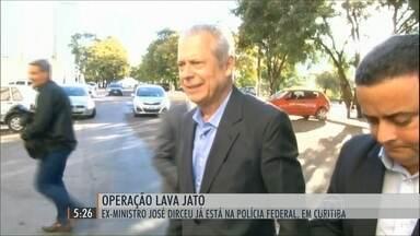 Ex-ministro José Dirceu já está na carceragem da Polícia Federal, em Curitiba - Ele foi preso na 17ª fase da Operação Lava Jato, acusado dos crimes de lavagem de dinheiro, corrupção passiva e organização criminosa.