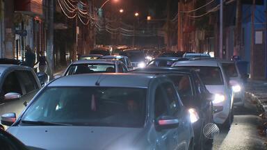 Motoristas enfrentam engarrafamentos por conta das obras no Rio Vermelho, em Salvador - Veja como estão as obras e saiba mais sobre as alternativas para evitar o bairro nos horários de pico.