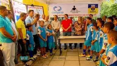 Ex-zagueiro pernambucano Ricardo Rocha inicia projeto social em Olinda - Projeto foi instalado no local onde ele começou a jogar.