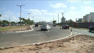 Trânsito no Jaracaty é alterado para melhorar o tráfego, mas confunde motoristas - Motoristas ainda estão confusos e erram o caminho. Para piorar a situação, carroças circulam livremente por lá - o que é proibido por lei.