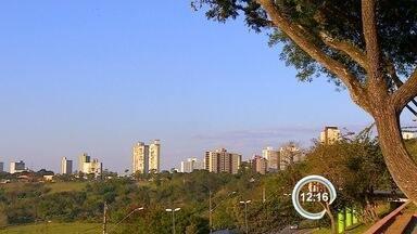 Tempo seco coloca cidades da região em estado de atenção - Em São José, umidade do ar chegou a 22% na terça-feira; o ideal é acima de 60%.