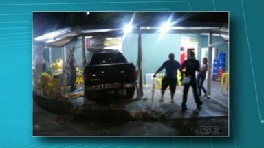 Caminhonete atropela clientes de padaria - O acidente foi ontem à noite, no Conjunto Antares, região Leste de Londrina.