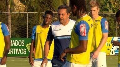 Sem time bicampeão Brasileiro, Luxemburgo segue testando opções para achar o Cruzeiro 2015 - Técnico ainda não repetiu a escalação desde que assumiu o time