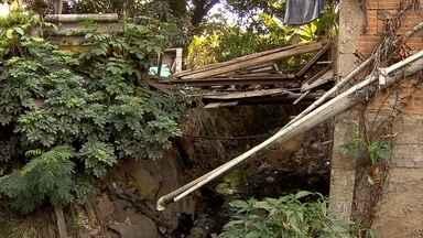 Há mais de 40 anos, moradores de avenida em Betim sofrem com falta de infraestrutura - São muitos problemas que colocam as pessoas em risco.