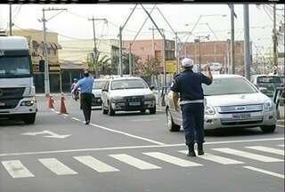 Operação em Campos, RJ, fiscaliza o transporte alternativo na cidade - Operação acontece nesta quarta-feira (5).