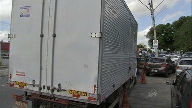 Homem é preso com com carga roubada de produtos eletrônicos em Fortaleza - Prisão ocorreu na Avenida Perimetral.