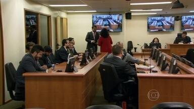 Justiça começa a ouvir depoimentos de ativistas acusados de atos violentos em protestos - A Justiça começou a ouvir depoimentos de Elisa Quadros e Karlayne Moraes, ativistas acusadas de atos violentos em protestos de 2013.