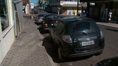Guarapuava está há quase um mês sem o serviço do Estar - A falta de Estar tem dificultado a vida de quem precisa estacionar no centro da cidade. Vantagem só para os donos de estacionamento. Veja só.