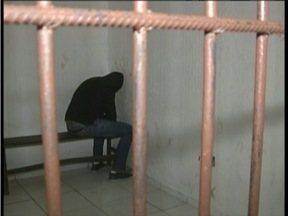 Rapaz de 26 anos é preso suspeito de exercer a medicina de forma ilegal em Caratinga - Outras três pessoas foram presas em SP.