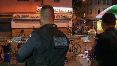 Policiais são alvos de tiros no Centro de Rio - Criminosos atacaram policiais militares na Rua Bento Ribeiro, perto da Central do Brasil. Os agentes foram surpreendidos quando seguiam para a Gamboa, na Zona Portuária.