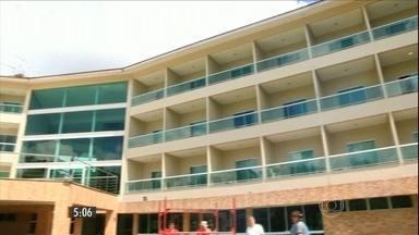 Bandidos assaltam resort de luxo, em Manaus - Entre os hóspedes estavam dois policiais que reagiram ao assalto e trocaram tiros com os criminosos