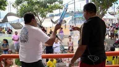 Moradores de São Pedro, em Vitória, organizam festa para os pais - Evento organizado pela comunidade teve muita música, comida e animação.
