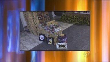 Polícia Militar apreende 1,7 tonelada de maconha em Mirassol - Mais de uma tonelada e meia de maconha foram apreendidas em Mirassol (SP). A droga estava armazenada no porta malas de dois veículos que vinham de Nhandeara (SP). Dois homens foram presos durante operação.