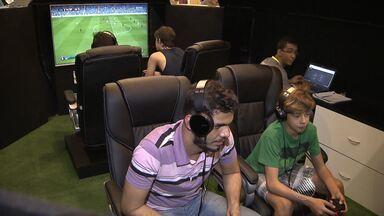 Aficionados por videogames participam de campeonato de futebol em Salvador - Veja como funciona a competição digital.