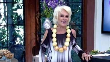 Ana Maria apresenta o Mais Você com colar de cebolas - Apresentadora faz protesto contra o aumento do preço do alimento