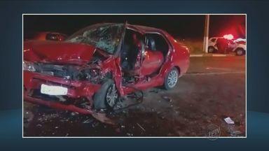 Jovem de 19 anos morre vítima de acidente de carro em Hortolândia, SP - O acidente foi na estrada da Granja, em Hortolândia. Outras quatro pessoas ficaram feridas.