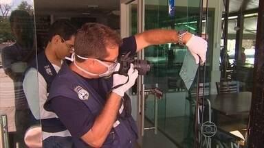 Polícia busca ladrões que mataram um homem em assalto a restaurante - Instituto de Criminalística colheu digitais e vestígios do grupo que assaltou restaurante na Avenida Caxangá, na Zona Oeste do Recife.