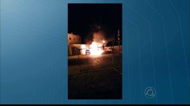 Incêndio destrói ambulância e viatura policial na cidade de Itabaiana, na Paraíba - Segundo a Polícia o incêndio foi criminoso e está sendo investigado.