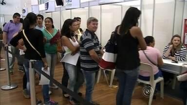 Feira de empregos reúne quase 7 mil pessoas em Jundiaí - Quase sete mil pessoas participaram nesta segunda-feira (10) da 4ª edição da feira do emprego, organizada pela Associação Comercial Empresarial (ACE) em Jundiaí (SP).