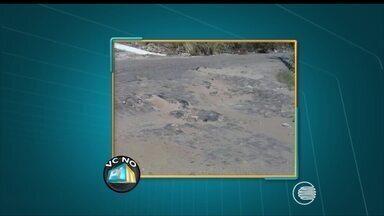 VC no PI TV: moradores do bairro Uruguai reclamam da falta de calçamento e buracos - VC no PI TV: moradores do bairro Uruguai reclamam da falta de calçamento e buracos
