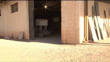 Funcionários de uma marmoraria conseguem impedir um assalto no noroeste do estado - Uma tentativa de assalto interrompeu o trabalho em uma marmoraria de Cianorte, no noroeste do estado. Funcionários conseguiram impedir a dupla ao renderem os ladrões.