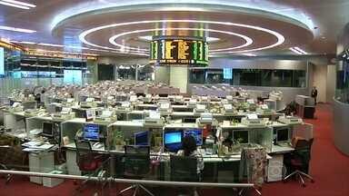 Principais bolsas da Ásia fecham em queda após desvalorização da moeda chinesa - O yuan caiu mais 1,62% em relação ao dólar. A decisão do banco central chinês serviria para estimular as exportações do país.