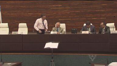 Sessão na Câmara de Santos escolhe novo vereador e presidente - A Câmara de Santos será presidida por um vereador do PMDB e por Manoel Constantino, que assume o legislativo pela segunda vez.