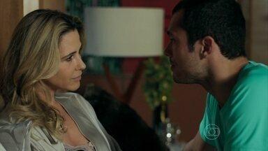 Igor se preocupa com Pia - Namorada do personal pede um tempo para se recuperar
