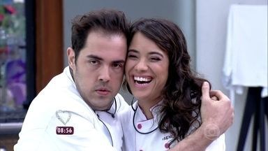 Fernando Ceylão e Miá Mello dizem por que merecem continuar no 'Super Chef' - Dupla está na segunda Panela de Pressão do reality