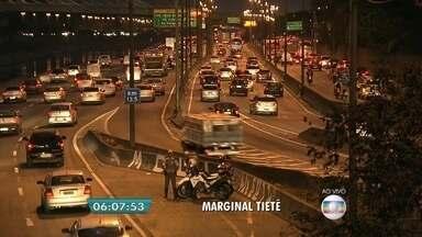 CET registra queda de acidentes desde implantação de redução de velocidade nas marginais - Em 30 dias, a CET registrou queda de 30% dos acidentes em relação ao mesmo período do ano passado. O dado é de um balanço do trânsito feito depois que os limites de velocidade foram reduzidos nas marginais Pinheiros e Tietê.