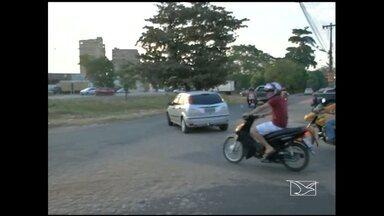 Faltam acessos e respeito às leis de trânsito na BR-010 - Na região Tocantina do Maranhão, o trânsito em parte de uma das principais rodovias do Brasil, a BR-010, conhecida como estrada Belém-Brasília, requer paciência dos motoristas. Faltam acessos e respeito às leis de trânsito.