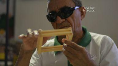 Homem cego encontra na arte forma de superar os desafios do dia a dia - Conheça as histórias do quadro Bom Dia Inspiração.