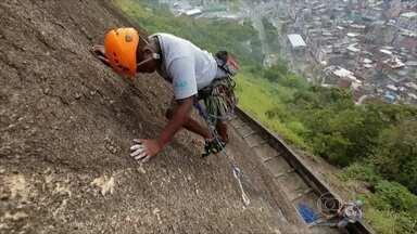 Americano Andrew Lenz criou escola gratuita de escalada para jovens moradores de favela - Jonas, de 16 anos, é considerado o melhor aluno do projeto escalada da Rocinha