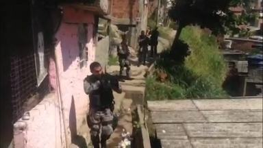 Polícia faz mega operação contra tráfico de drogas em Niterói - Homens do choque, do Bope, Batalhão de cães e do Batalhão da cidade estão em cinco comunidades da região.