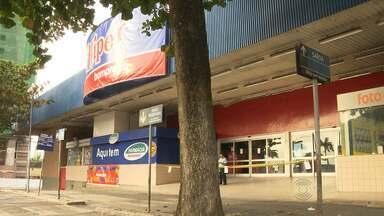 Bandidos explodem caixas eletrônicos em supermercado de Campina Grande - Foi a segunda ação desse tipo essa semana