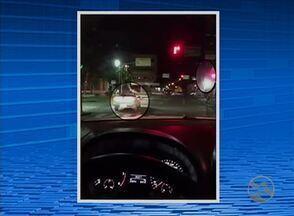 Vídeo mostra carro da Destra ultrapassando sinal vermelho em Caruaru - Diretor de trânsito e transporte da Destra falou sobre o caso.
