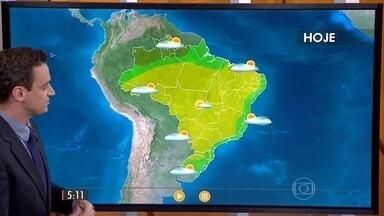 Confira como fica o tempo nesta quinta-feira (20) em todo o Brasil - Tem alerta de mar agitado no Sul do país, queda de temperatura durante à tarde na capital paulista e chuva fraca nas extremidades do Brasil. O ar continua seco em várias regiões.