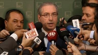 Eduardo Cunha diz que não deixará cargo mesmo com denúncia de propina - Denúncia da Procuradoria Geral da República deverá ser entregue nesta quinta-feira (20). Depoimento de um dos delatores do esquema de corrupção na Petrobras diz que ele foi pressionado por Cunha a pagar dinheiro para contratar navios-sonda.