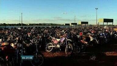Leilão de veículos apreendidos pelo Detran acontece em Juazeiro do Norte - Evento conta com mais de 500 motocicletas e 20 carros.