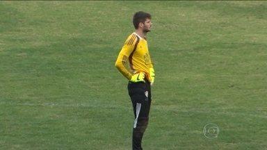Com Cavalieri fora, Fluminense coloca Júlio César para a Copa do Brasil - Veja a escalação da equipe para o jogo com o Paysandu.