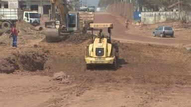 Obra da rua 13 de Setembro está sendo concluída - Trecho da via estava com muitos buracos, o que atrapalha a passagem dos motoristas.