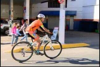 Ciclistas também devem respeitar leis de trânsito - Reportagem aborda as leis de trânsito para quem anda de bicicleta,