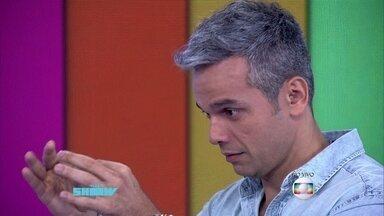 Otaviano Costa mostra sua peruca solta - Apresentador brinca com efeito visual