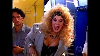 Fã de Chitãozinho e Xororó, Cláudia Raia invadiu show da dupla em Não Fuja da Raia - No programa, ela foi expulsa dos bastidores em 1996