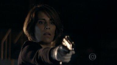 Beatriz mata Carlos Alberto - Arquiteta não consegue atirar em Regina