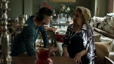 Anthony cuida de Fábia - Mãe do modelo se machuca e ele a leva até um hospital