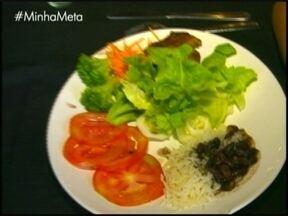 Comer fora de casa é desafio para quem quer emagrecer - No quadro Minha Meta você confere como não cair em tentação.