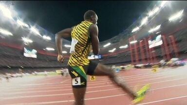 De volta ao local de sua primeira medalha de ouro olímpica, Usain Bolt vence mundial - Jamaicano supera rival americano.