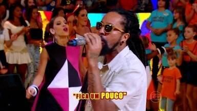 Rael manda rap no palco do Esquenta! - Plateia se joga ao som de 'Envolvidão'
